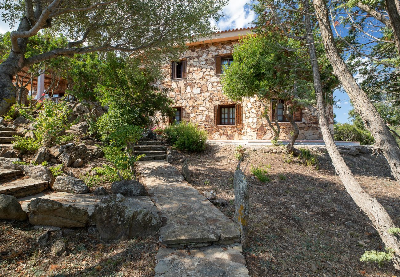 Villa a Golfo Aranci - Villa Gea: villa sull'acqua, 10 ospiti, wifi e giardino   Klodge