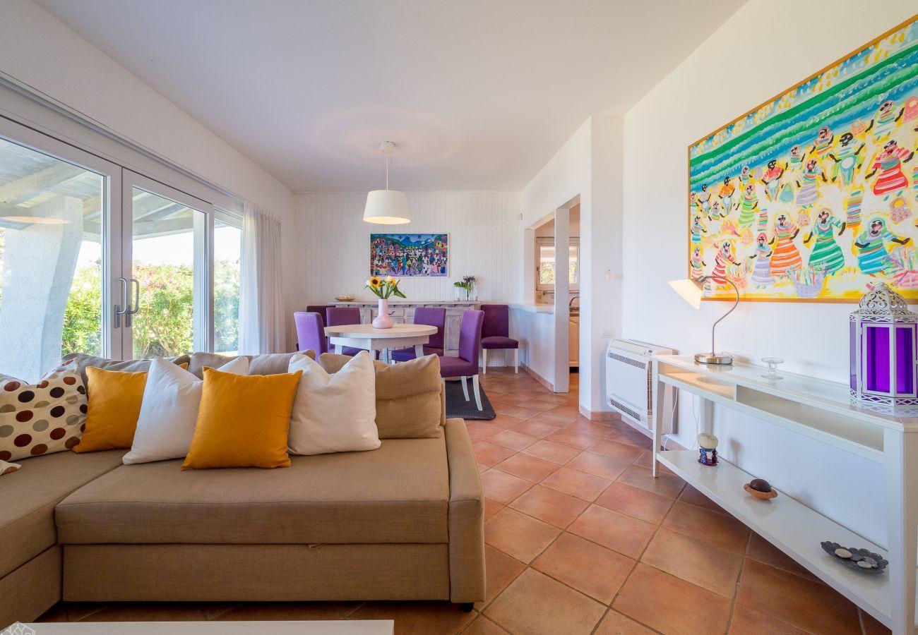 Villa a Olbia - Villa Miriam: 6 ospiti, pied dans l'eau, Pittulongu |Klodge
