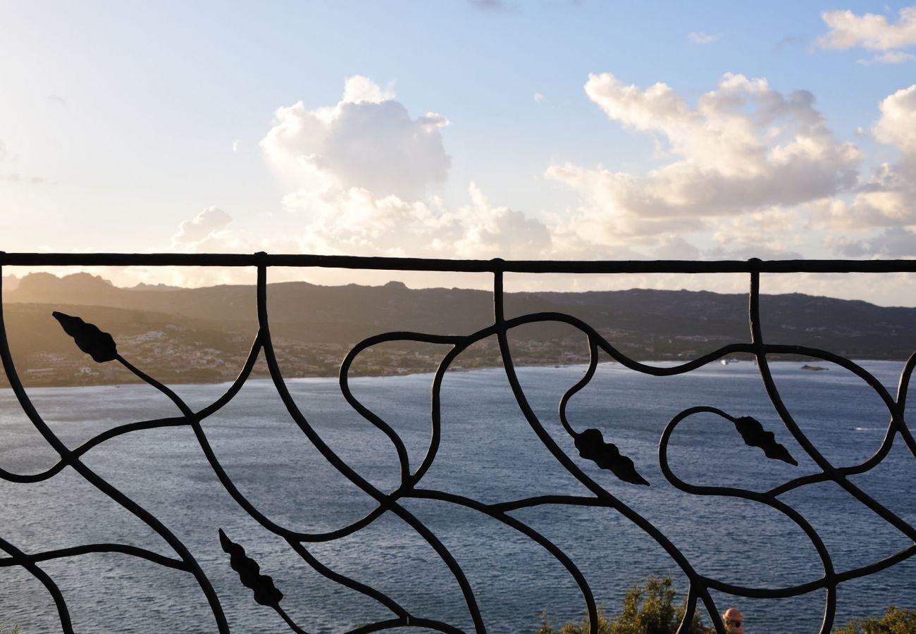 Villa a Baia Sardinia - Villa Quercia - villa con parco, piscina e vista panoramica | Klodge