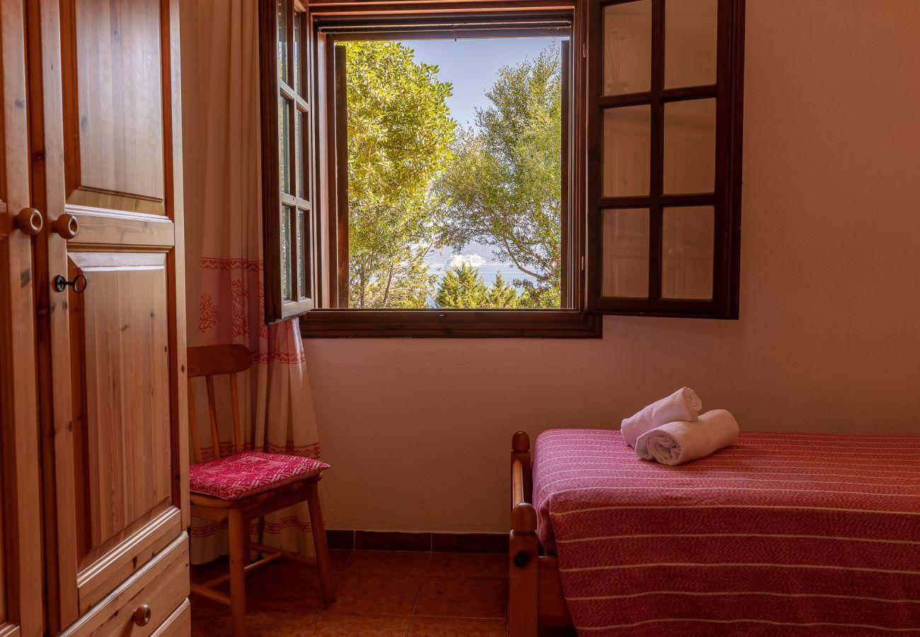 Villa in Golfo Aranci - Villa Gea: Villa direkt am Strand, 10 Gäste, WLAN und Garten | Klodge