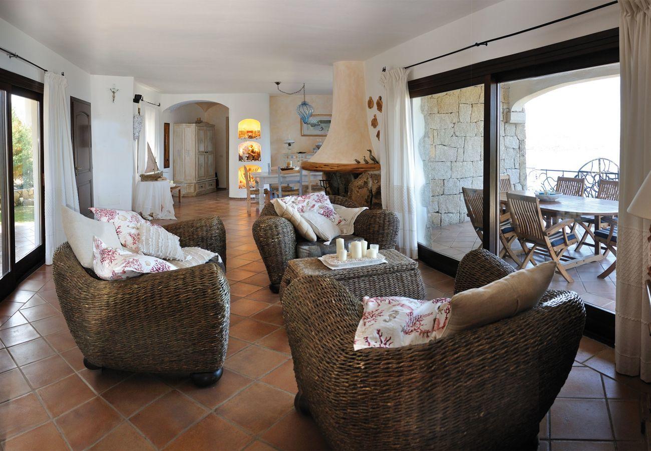 Villa in Baia Sardinia - Villa Quercia - Villa mit Park, Swimmingpool und Panoramablick | Klodge