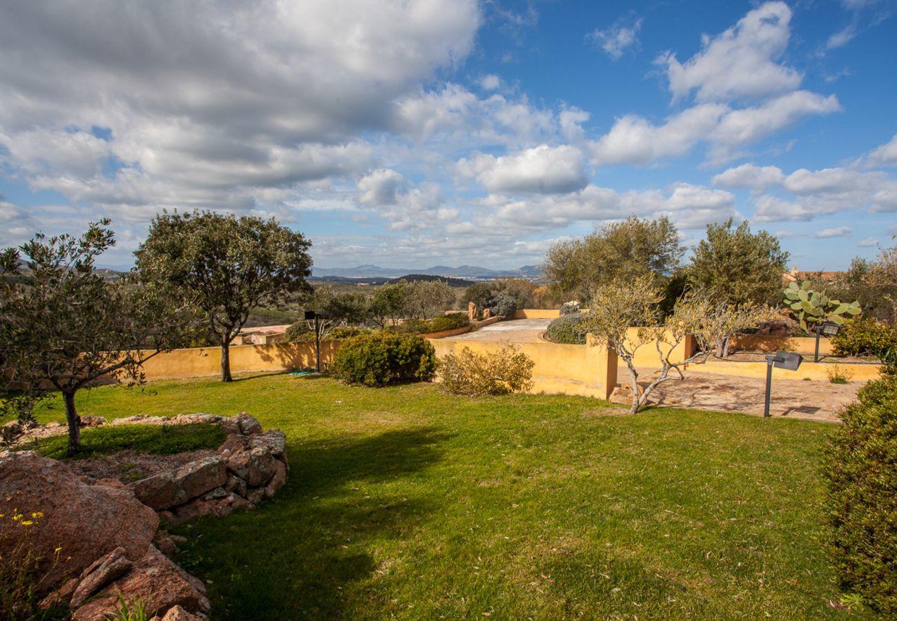 Villa in Porto San Paolo - Klodge | Villa Alberto: one of a kind Tavolara view, wifi, garden