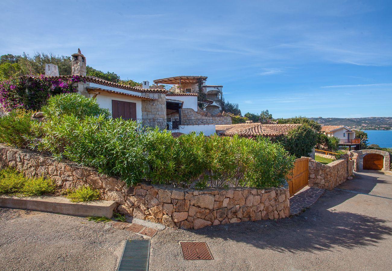 Villa in Baia Sardinia - Villa Quercia - villa with park, swimming pool and panoramic view   Klodge