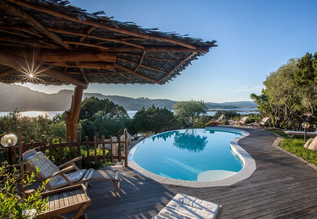 Villa à Porto Rotondo - Villa Sa Jaga: piscine à débordement face au coucher du soleil à Porto Rotondo | Klodge