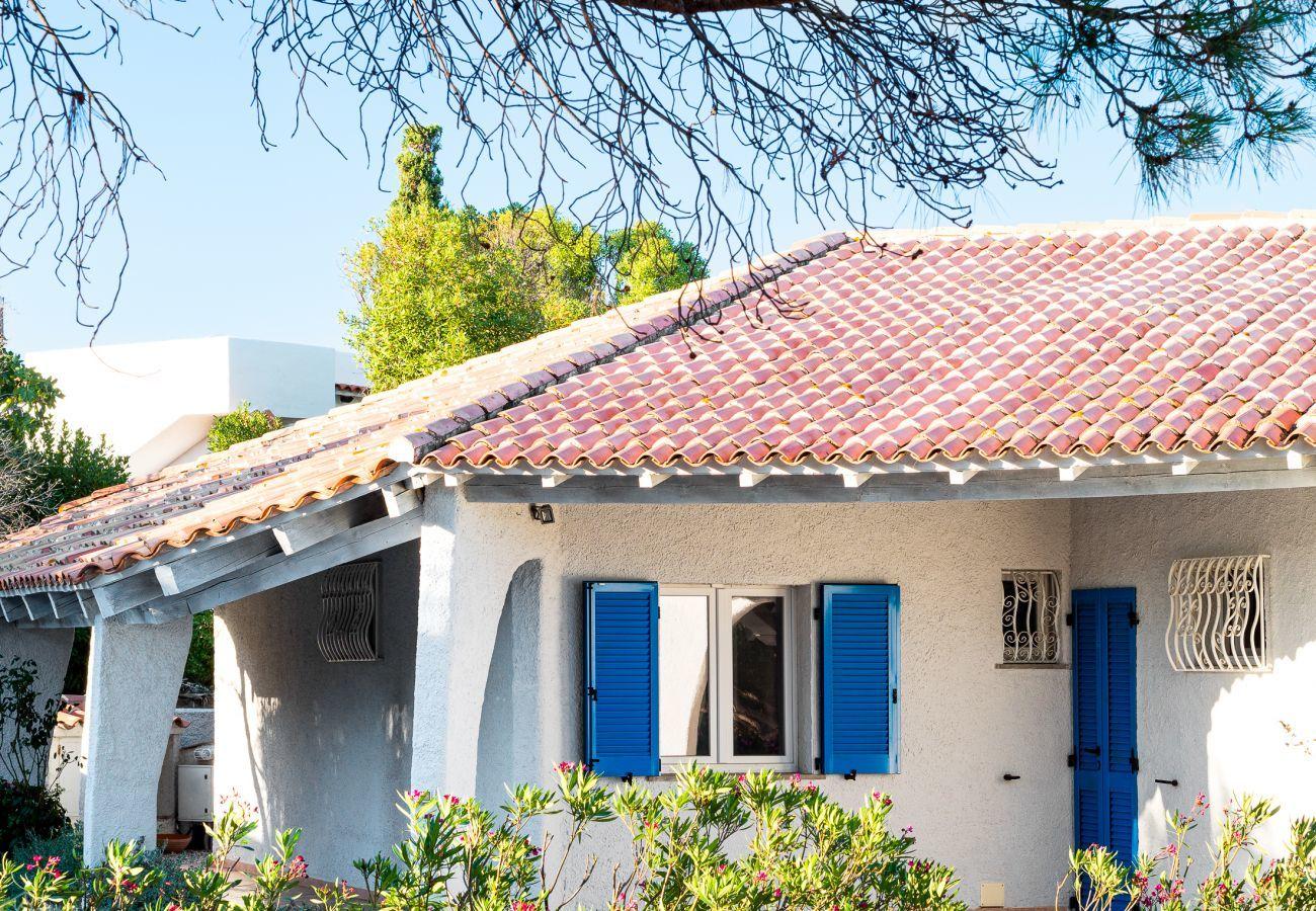 Villa à Olbia -  Villa Miriam: 6 personnes, pied dans l'eau, vue Pittulongu |Klodge