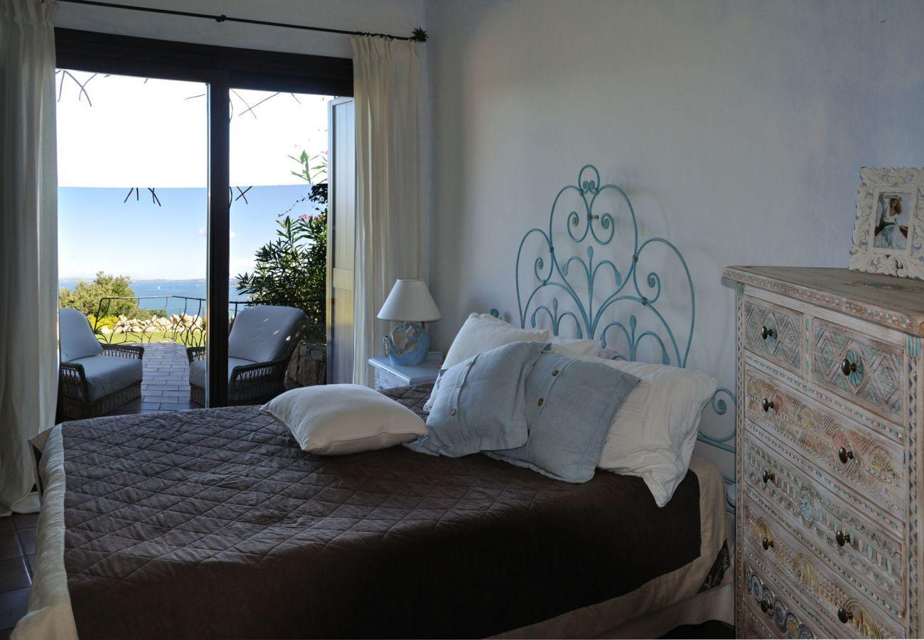 Villa à Baia Sardinia - Villa Quercia - villa avec parc, piscine et vue panoramique   Klodge